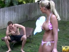 Andi Anderson,Eric Swiss,Phoenix Marie in outdoor threesome