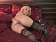 Aroused blonde slut Angela Sommers plays with dildo
