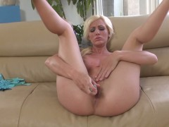Blonde Cody Love shows how to love her pussy