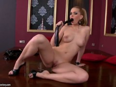 Blonde Katalin has some time to rub her muff pie