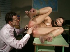 Brunette Diana Stewart loses control in sexual frenzy