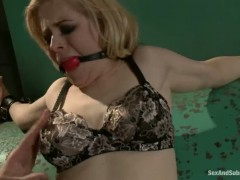 Busty short haired Penny Pax gets used by Mark Davis