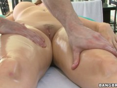 Courtney Cummz dirty fun in the massage parlor