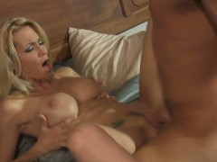 Golden haired babe Jessica Drake makes her man cum
