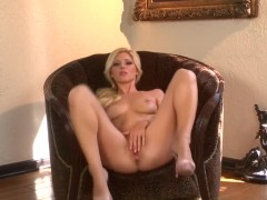 Hot ass Niki Young fingers her minge in armchair