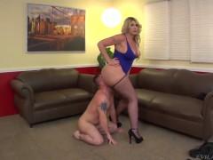 Jeremy Conway worships busty blonde Kelli Staxxx