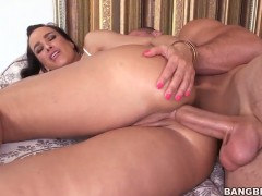 Lisa Ann is so wet and so horny after tugjob