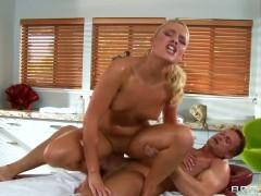 Oiled Alexis Monroe gives pleasure to Bill Bailey