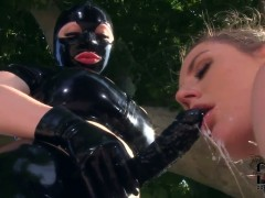 Samantha Bentley gets her muff pie stretched by lesbian Latex Lucy
