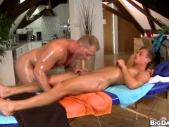 Well-experienced breathtaker tries her hardest to make horny guy bust a nut with her mouth